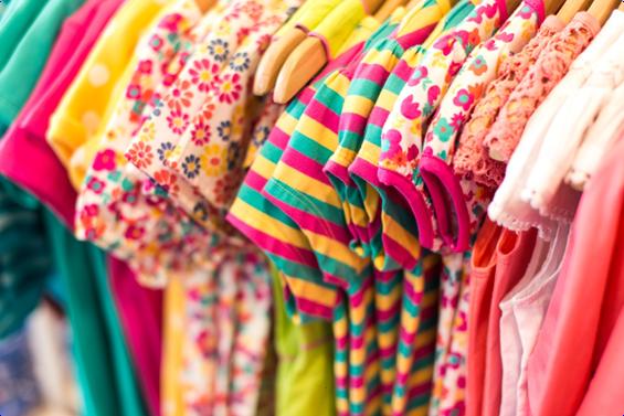 Cómo decorar una tienda de ropa infantil