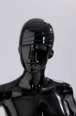Cabeza de mujer mecha negro brillo