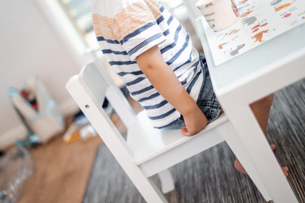 Cómo decorar una tienda de ropa infantil decorando las perchas